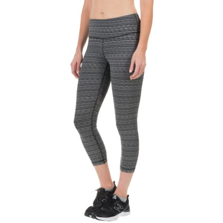 90 Degree by Reflex Textured Fabric Capris (For Women) in Charcoal Combo