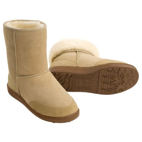 Acorn Aussie Short Boots - Sheepskin (For Men) in Cane