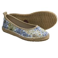 Acorn Espie Ballet Shoes (For Women) in Sand Print