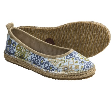 Acorn Espie Ballet Shoes (For Women) in Sand Print