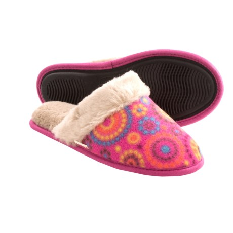 Acorn Fleece Scuff Slippers (For Women) in Pink Dots