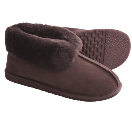 Acorn Sheep Ram Island Slippers - Sheepskin (For Men) in Chestnut