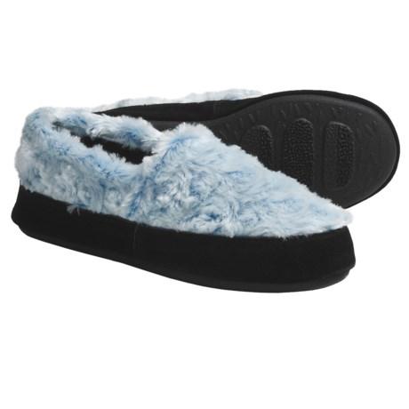 Acorn Textured Moc Slippers - Fleece (For Women) in Pink/Blue Stars