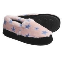 Acorn Textured Moc Slippers - Fleece (For Women) in Pink/Blue Stars - Closeouts