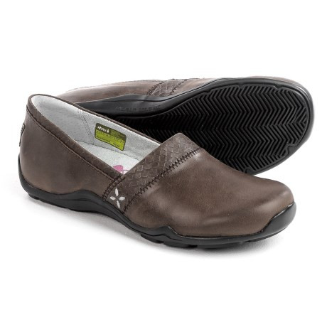 Ahnu Jackie Pro Shoes - Leather, Slip-Ons (For Women) in Coffe Bean
