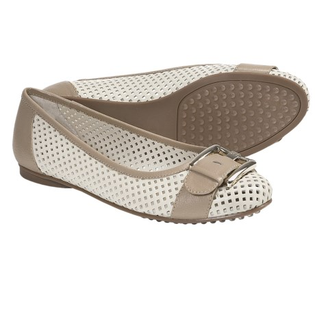 AK Anne Klein Briele Flats (For Women) in Natural