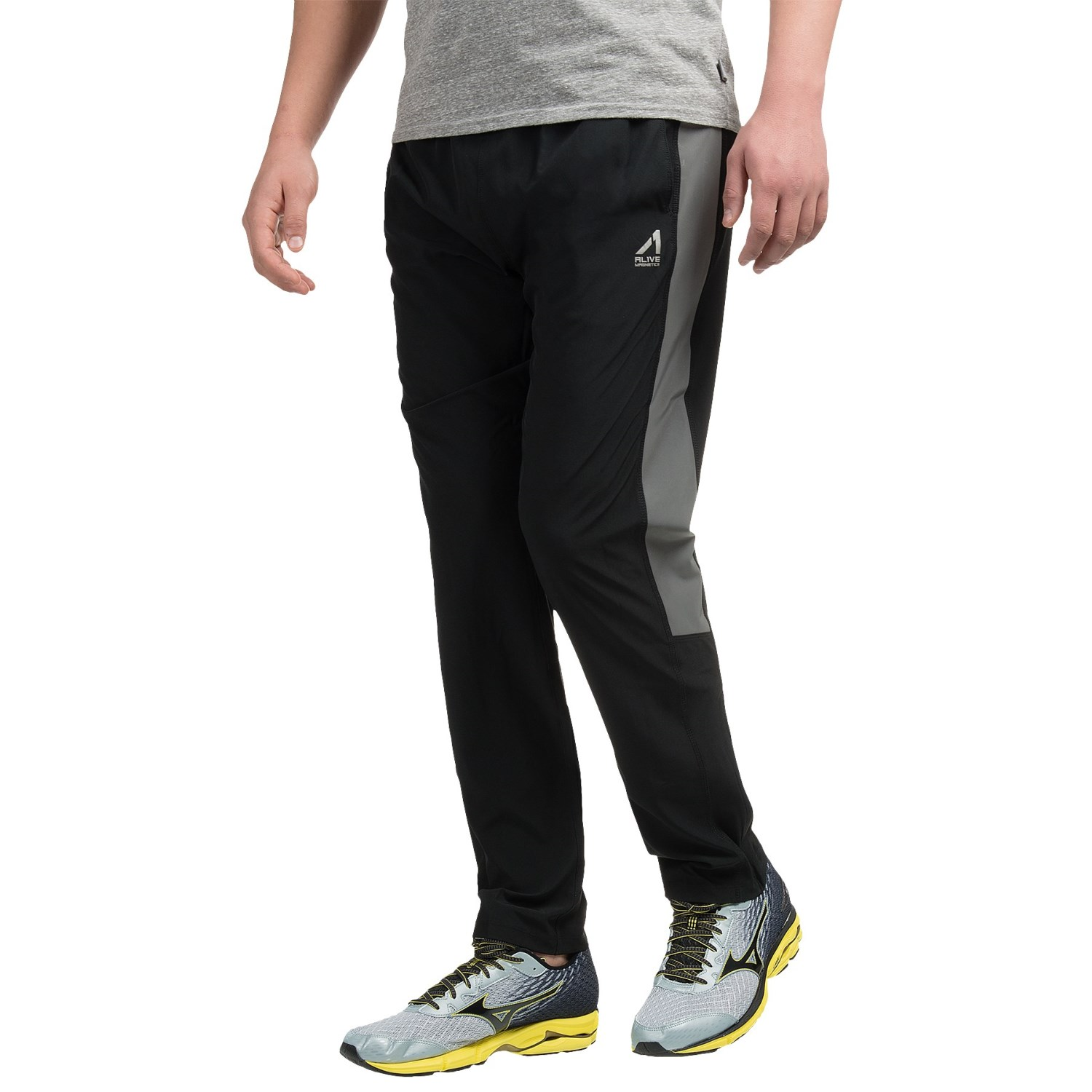Log miles in men's running apparel and clothing from Dick's Sporting Goods. Browse running apparel especially designed for men including tops, shorts, and pants from Mizuno, Nike, Under Armour & more.