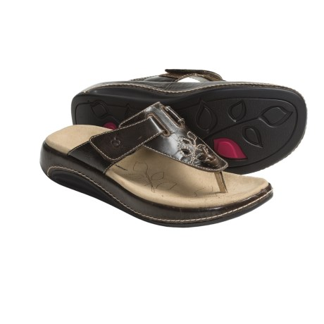 Aravon Robin Thong Sandals - Leather (For Women) in Brown