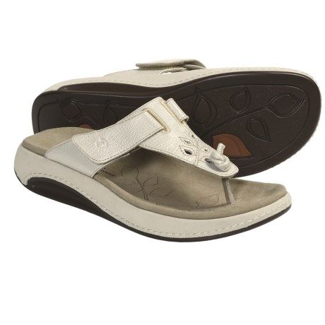 Aravon Robin Thong Sandals - Leather (For Women) in Cream