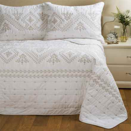 Artisan Deluxe Ilsa Quilt Set - King in Bright White/Tan - Closeouts