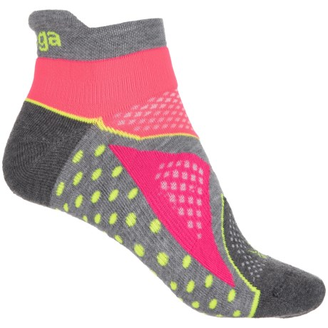 Balega V-Tech Enduro No-Show Socks - Below the Ankle (For Women) in Mid Grey/Sherbert Pink