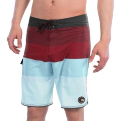 Billabong Striker Stack Boardshorts (For Men) in Yellow