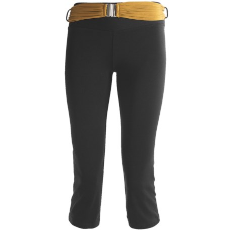 Body Up Om Capris Tights (For Women) in Black/Gold