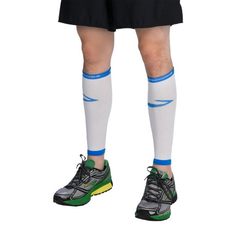 Brooks Infiniti Run Happy Compression Calf Sleeves (For Men and Women) in White/Brooks  Blue