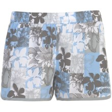 "Brooks Versatile Woven Shorts - 3.5"" (For Women) in Powder Flower Check - Closeouts"