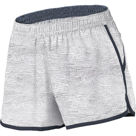 "Brooks Versatile Woven Shorts - 3.5"" (For Women) in White Mist Print"