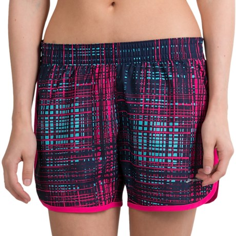 "Brooks Versatile Woven Shorts - 5"" (For Women) in Midnight Hatch/Pomegranite"