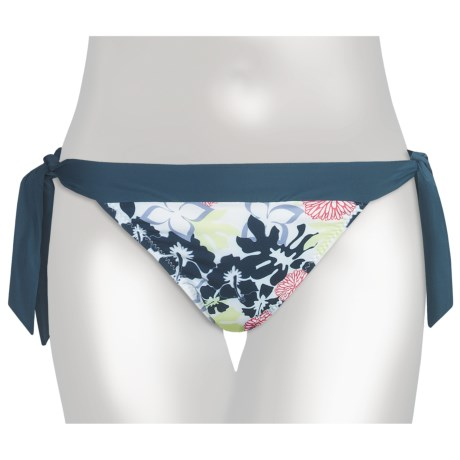 Carve Designs Ryder Bikini Bottoms - UPF 50+, Side Tie (For Women) in Indigo Chevron