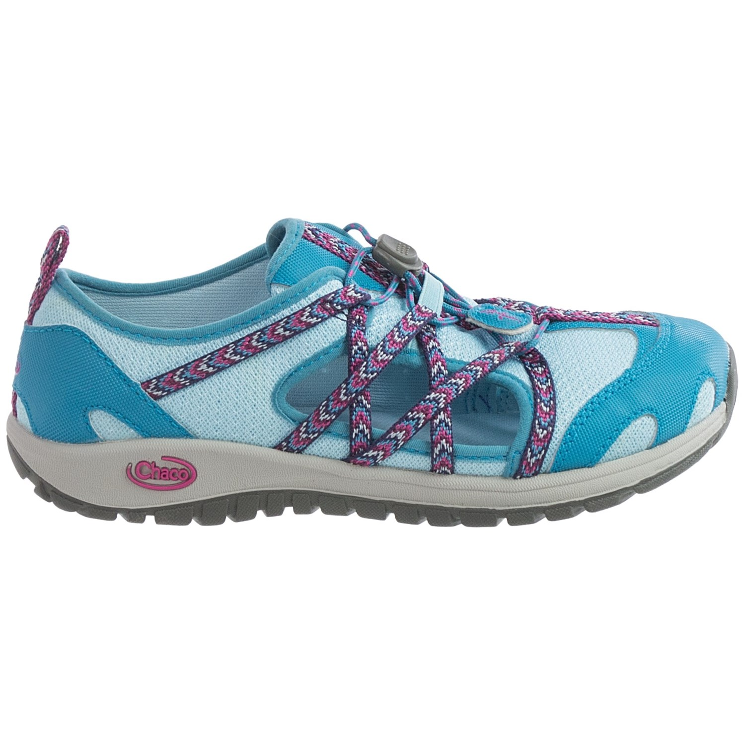 Let kids explore the fun of the outdoors with shoes built for land and sea. Shop innovative kids' water shoes for active boys and girls at Stride Rite.