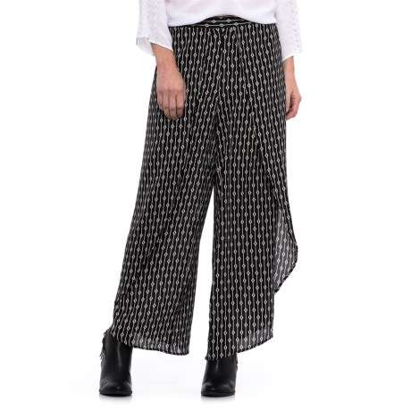 Chelsea & Theodore Tulip Leg Pants (For Women) in Black/White Print