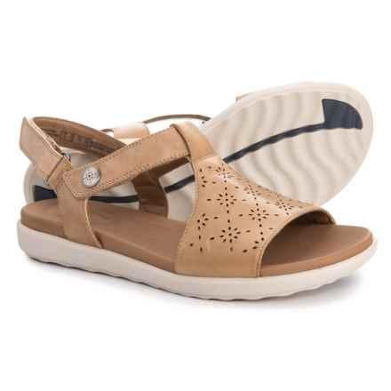Clarks Un Reisel Mae Sandals - Leather (For Women) in Light Tan