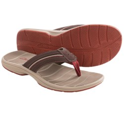Clarks Whelkie Beach Sandals - Flip-Flops (For Men) in Brown