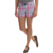 Columbia Sportswear Cross On Over II Plaid Shorts - UPF 50, Built-In Belt (For Women) in Haute Pink Plaid - Closeouts