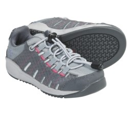 Columbia Sportswear Master Fly Shoes (For Kids) in Varsity Grey/Afterglow