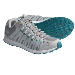 Columbia Sportswear Master Fly Shoes - Minimalist (For Women) in Moonrock/Clematis Blue