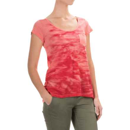 Columbia Sportswear Waves Pocket T-Shirt - Short Sleeve (For Women) in Coral Bloom - Closeouts