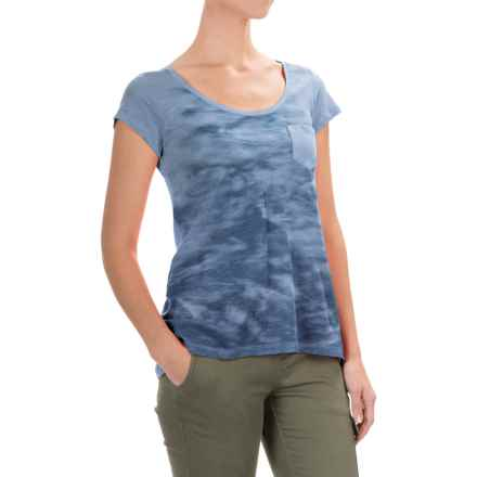 Columbia Sportswear Waves Pocket T-Shirt - Short Sleeve (For Women) in Faded Sky - Closeouts