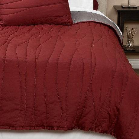 Coyuchi Wave Sateen Quilt - Full-Queen, Reversible, 300 TC Organic Cotton in Brick W/Mid Gray