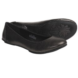 Crown by Born Stowaway Shoes (For Women) in Nero Vegetable