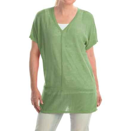 Cullen Linen V-Neck Seamed Shirt - Short Sleeve (For Women) in Grasshopper - Closeouts