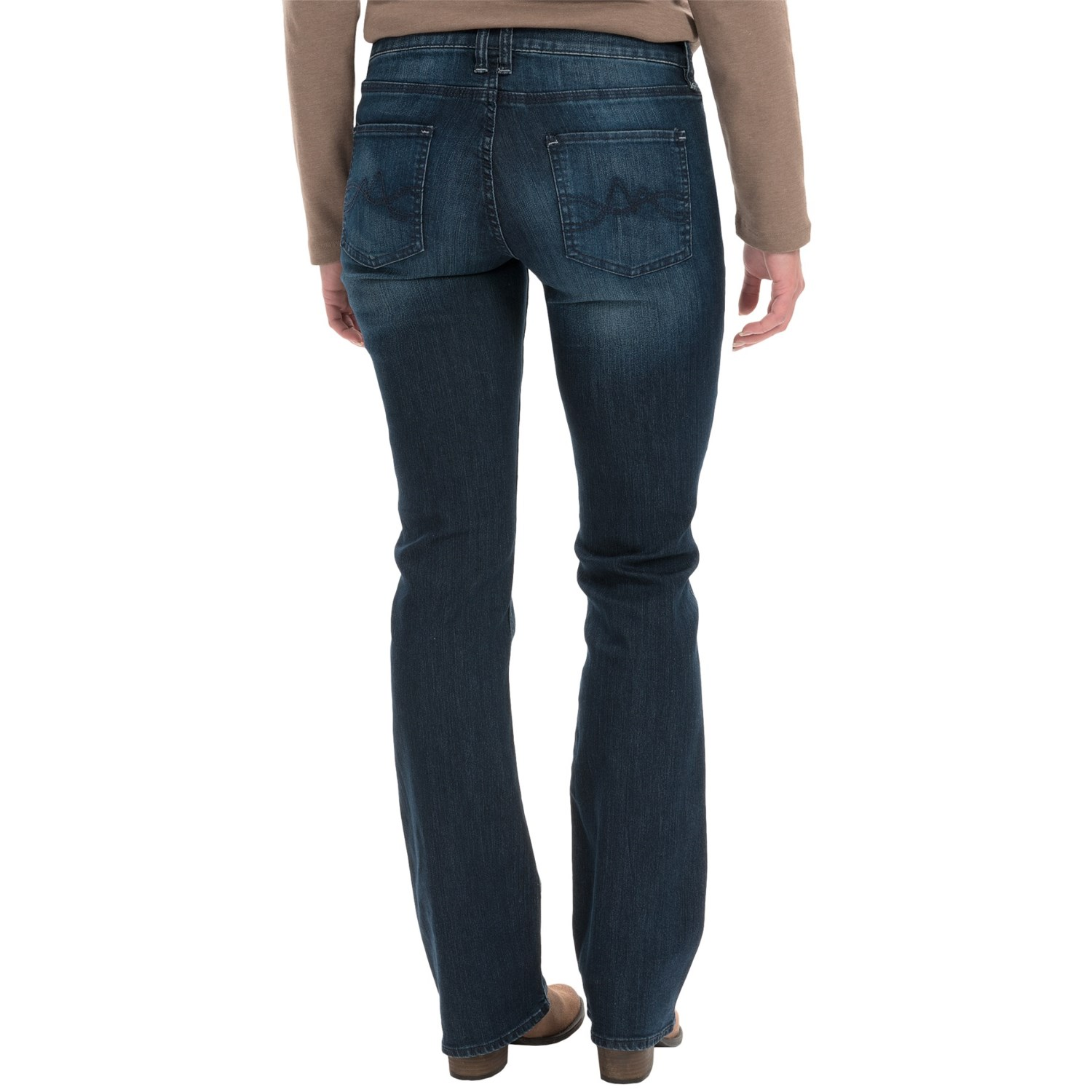 Paige Petite Hidden Hills Boot Jeans. Paige Denim Curvy women of all heights can benefit from the way a bootcut jean balances out rounder hips. For petite curvy women in particular, though, you'll look best in a slimmer fitting bootcut.
