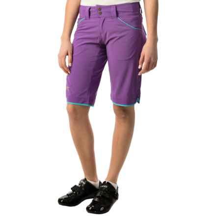 DaKine Tonic Bike Shorts (For Women) in Grape - Closeouts