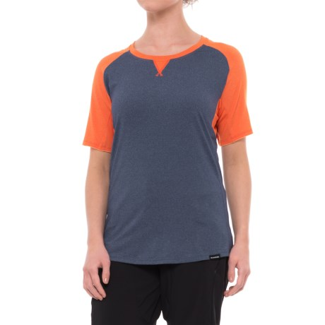 DaKine Xena Shirt - Short Sleeve (For Women) in Crown Blue/Bright Coral
