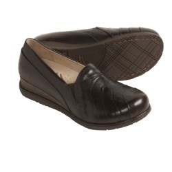 Dansko Pia Shoes - Leather (For Women) in Chocolate
