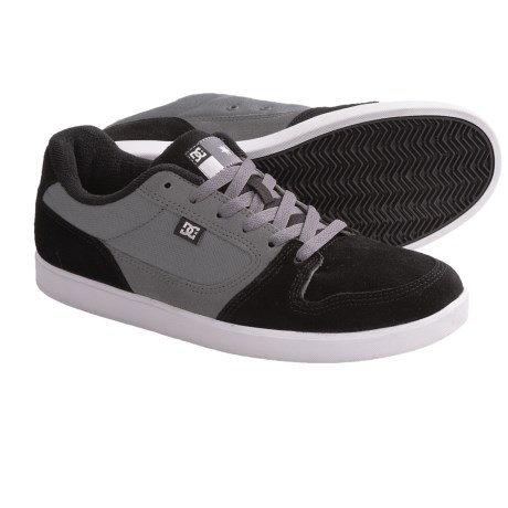 DC Shoes Landau S Skate Shoes (For Men) in Black/White/Battleship