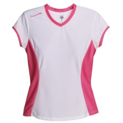 Descente Twist Shirt - Short Sleeve (For Women) in White/Fire Pink