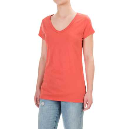 dylan Luxe T-Shirt - V-Neck, Short Sleeve (For Women) in Washed Red - Closeouts