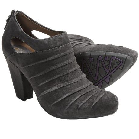 Earthies Barina Heels - Suede (For Women) in Black
