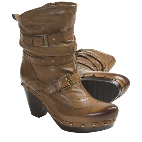 Earthies Fabienne Boots - Leather (For Women) in Almond