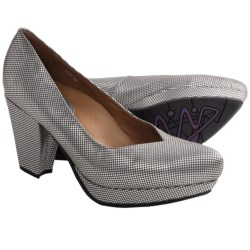 Earthies Tarnow Pumps (For Women) in Silver