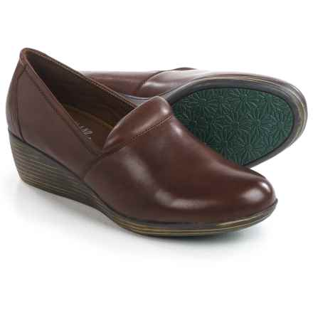 Eastland Savannah Clogs - Leather, Closed Back (For Women) in Walnut - Closeouts