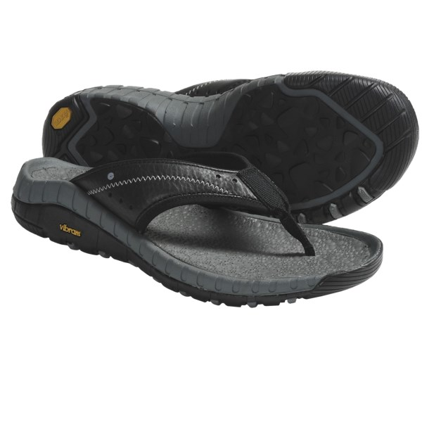 CLOSEOUTS . A sculpted, comfortable footbed and grippy Vibramand#174; outsole give Hi-Tec's Sierra Canyon thong sandals a wear-anywhere upgrade with an ergonomic fit. Available Colors: BLACK/DARK GREY, DARK CHOCOLATE. Sizes: 7, 8, 9, 10, 11, 12, 13.