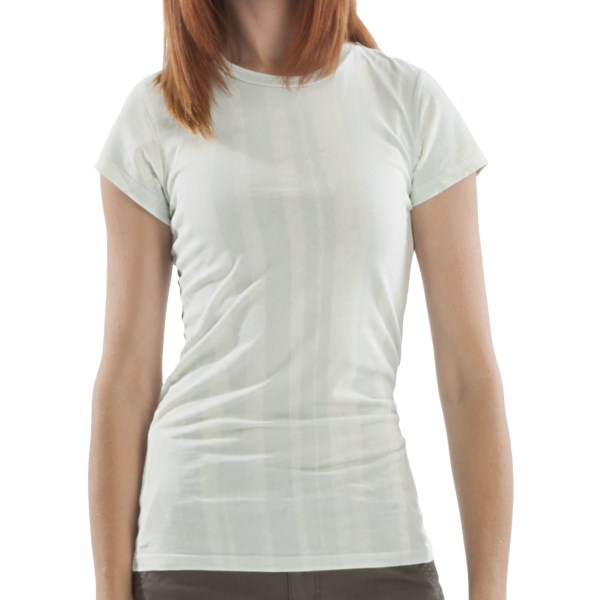 CLOSEOUTS . Gramicci's William Cathcart Art T-shirt is crafted of soft organic cotton jersey that fits close to the body for feminine appeal. The art of William Cathcart graces the front, lending an artistic edge to a classic t-shirt design. Available Colors: MORNING DEW ROSE TAUPE, MORNING DEW SPA BLUE, MOTH JET BLACK, MOTH KEEPSAKE LILAC, NATURALLY DARK BLUE, NATURALLY ROSE RED, RIVER RUNS COCKATOO, RIVER RUNS HUCKLE BERRY, VINE HUCKLE BERRY, VINE RASBERRY ROSE. Sizes: XS, S, M, L, XL, XXS.