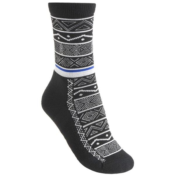 2NDS . A pretty design adorns the performance-ready merino wool blend of Point6's Nordic Stripe light socks, made for the ultimate in in-shoe comfort, complete with moisture-wicking, temperature-controlling power. Available Colors: GREY, CHESTNUT, BLACK, OCEAN, PURPLE, OATMEAL. Sizes: S, M, L.