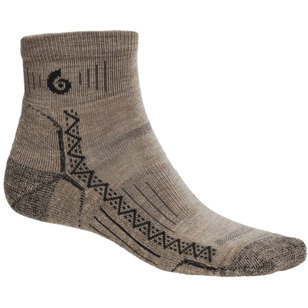 2NDS . The perfect pair: Point6 Hiking Tech mini socks and your favorite low-cut hiking shoes! Performance features abound, including an Achilles brace to prevent slip and a smooth toe seam that won't irritate toes. Available Colors: GREY, TAUPE, BLACK, NATURAL, OCEAN, SILVER/RED, BLUE VIOLET. Sizes: S, M, L, XL.