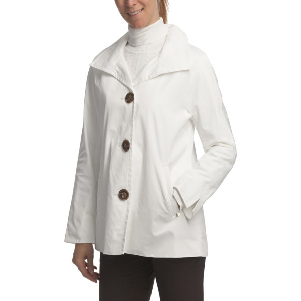 CLOSEOUTS . Ellen Tracy Outerwear's Signature Rain Kimono coat gets five stars for construction and quality -- a stylish wardrobe piece for the city in a short, swingy length. Oversized buttons add a fashionable finish. Available Colors: WHITE, SCARLET. Sizes: XS, S, M, L, XL.